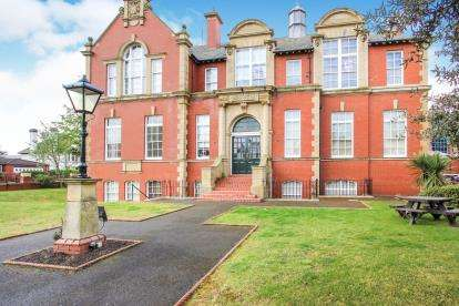 1 Bedroom Flat for sale in Clifton Drive South, Lytham St Anne's, Lancashire, FY8