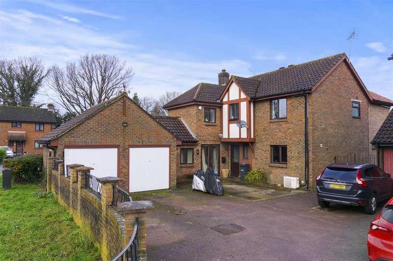 4 Bedrooms Detached House for sale in Carlton Tye, Horley, Surrey