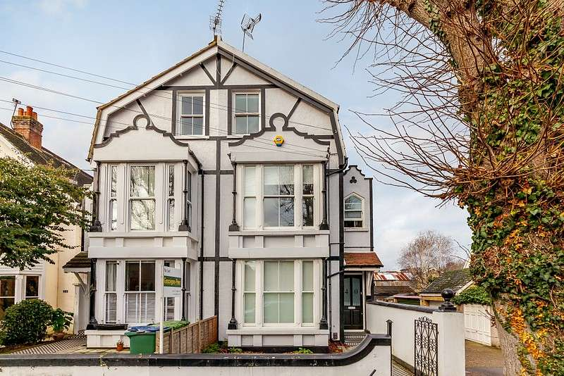 2 Bedrooms Flat for sale in Feltham Avenue, East Molesey, KT8