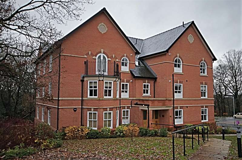2 Bedrooms Flat for rent in Clevelands Drive, Bolton