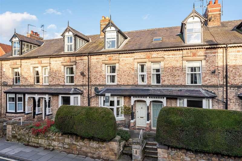 4 Bedrooms Town House for sale in 74 Newbiggin, Malton, YO17 7JF