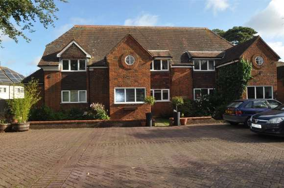 2 Bedrooms Flat for sale in East Street, Lilley, Luton