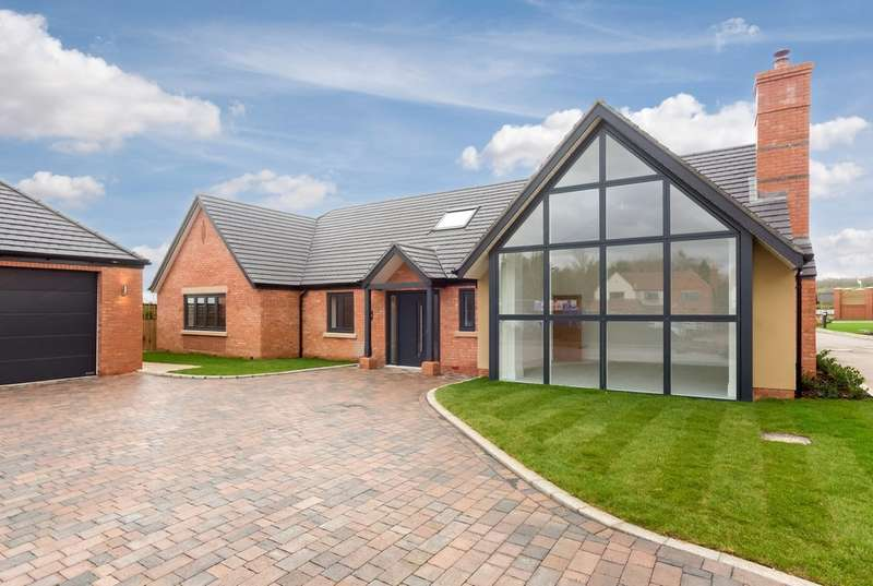 3 Bedrooms Detached Bungalow for sale in No. 9 Pebworth House, Milbank, Welford On Avon
