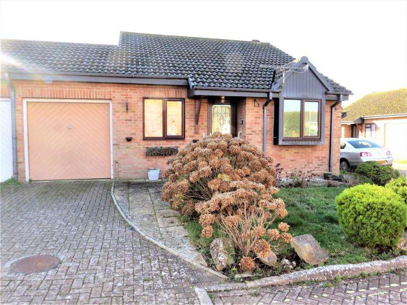 2 Bedrooms Bungalow for sale in Semi-Detached Bungalow