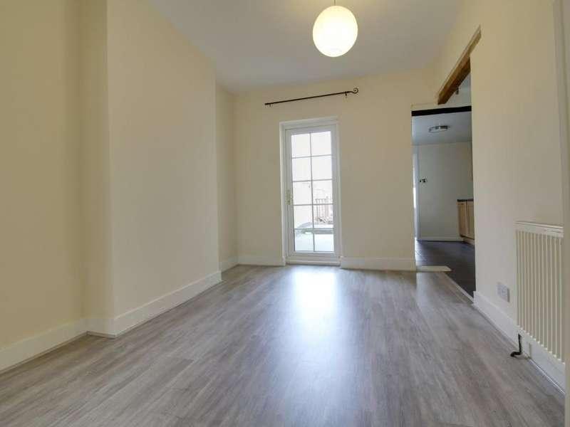 3 Bedrooms Semi Detached House for sale in Aldershot, GU11