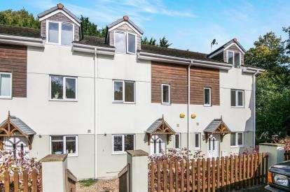 3 Bedrooms Terraced House for sale in Old Totnes Road, Buckfastleigh, Devon