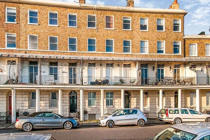 2 Bedrooms Flat for sale in Wellington Crescent, Ramsgate, CT11
