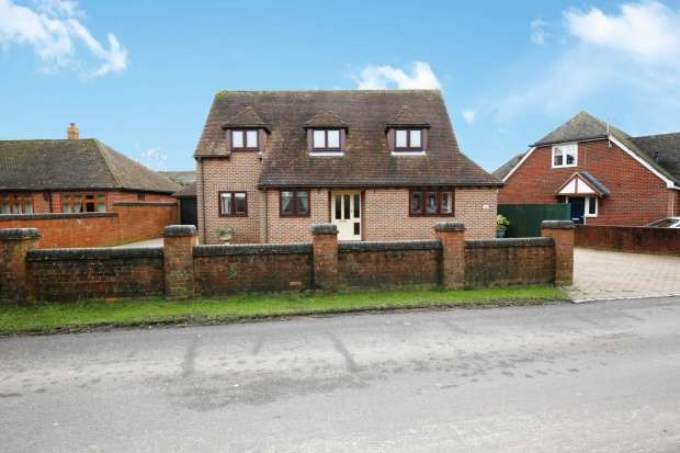 Detached House for sale in Horseshoes Lane, Langley, Kent, ME17 3JY