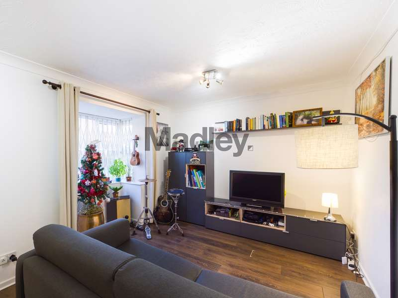 1 Bedroom Property for sale in Newly refurbished one bedroom property with great access to South Bermondsey Station, which is one stop from London Bridge.