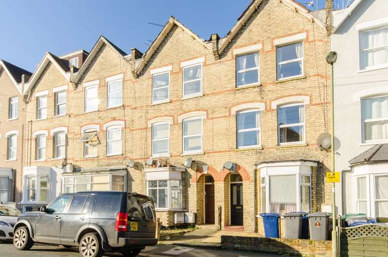 3 Bedrooms Flat for sale in Holly Park Road, New Southgate, N11