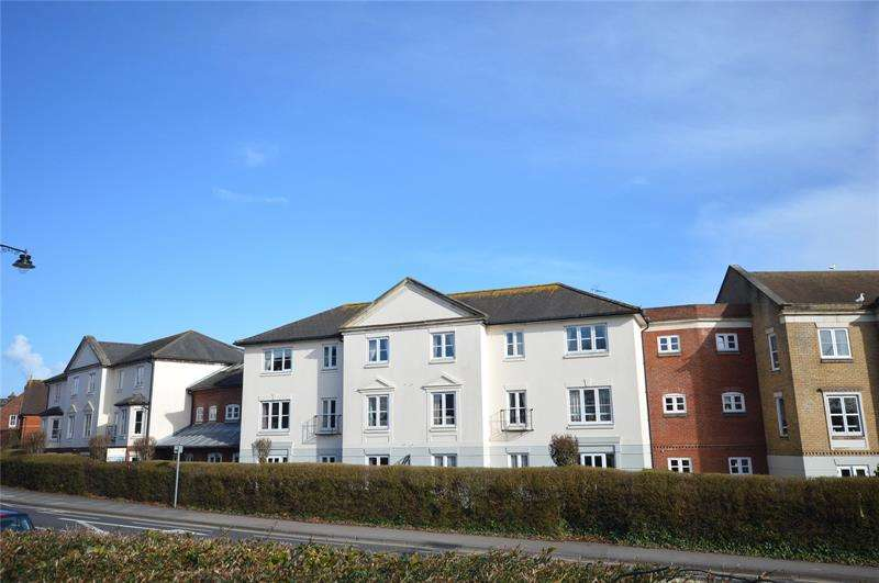 2 Bedrooms Apartment Flat for sale in Bucklers Court, Anchorage Way, Lymington, Hampshire, SO41
