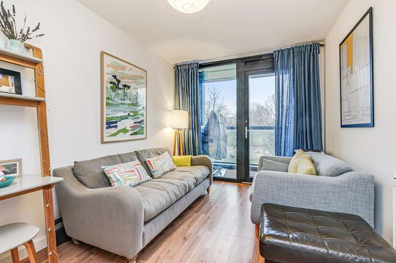 2 Bedrooms Apartment Flat for sale in Bloemfontein Road, London, W12