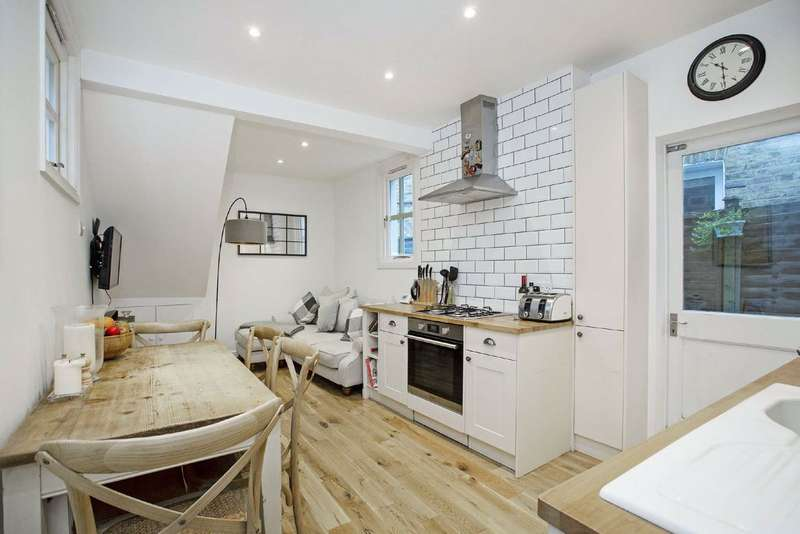 2 Bedrooms Flat for sale in Radbourne Road, Balham