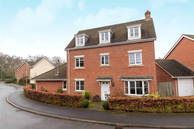 5 Bedrooms Detached House for sale in Turbary Road, Fleet, Hampshire, GU51