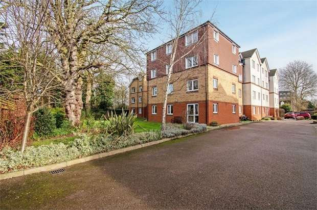 2 Bedrooms Flat for sale in Friends Avenue, Cheshunt, Waltham Cross, Hertfordshire