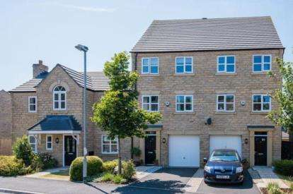 3 Bedrooms Town House for sale in Lightoller Close, Chorley, Lancashire