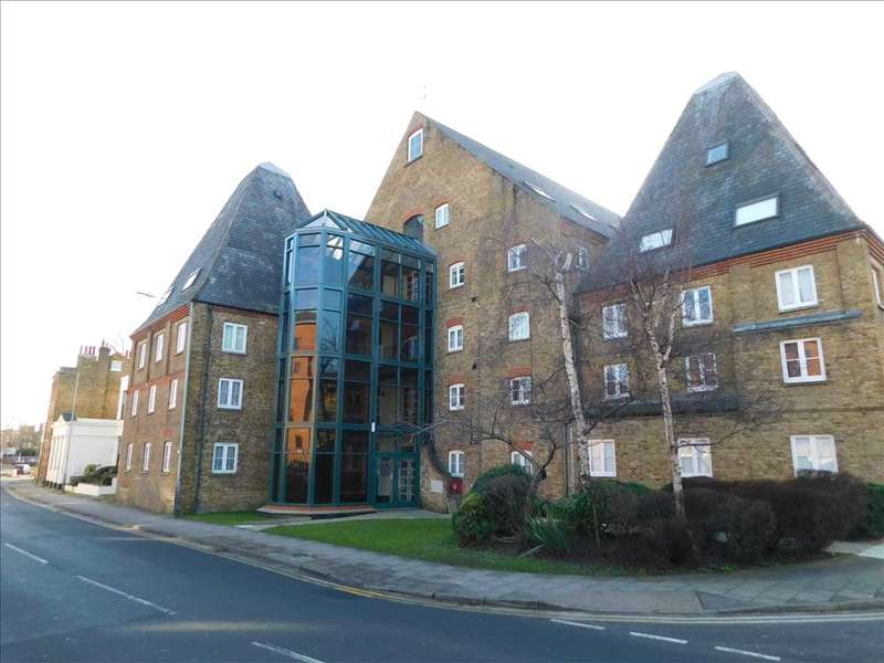 Studio Flat for sale in Clifton Road, Gravesend