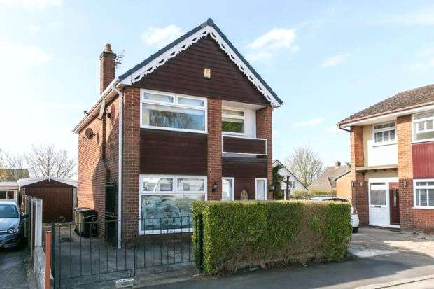 3 Bedrooms Detached House for sale in Rodgers Close, Westhoughton, Bolton, Greater Manchester, BL5