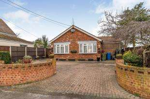 3 Bedrooms Bungalow for sale in High Street, Eastchurch, Sheerness, Kent