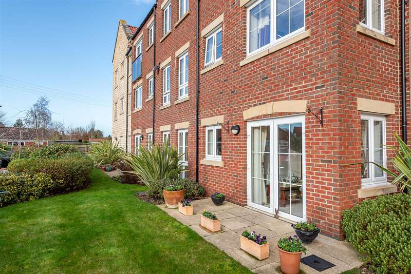 2 Bedrooms Apartment Flat for sale in Ryebeck Court, Pickering, YO18 7FA