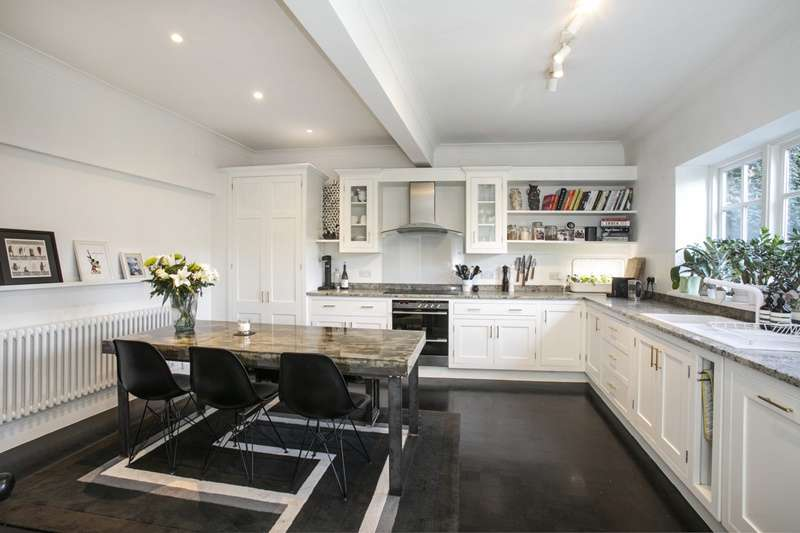 4 Bedrooms Detached House for sale in Honor Oak Road, London