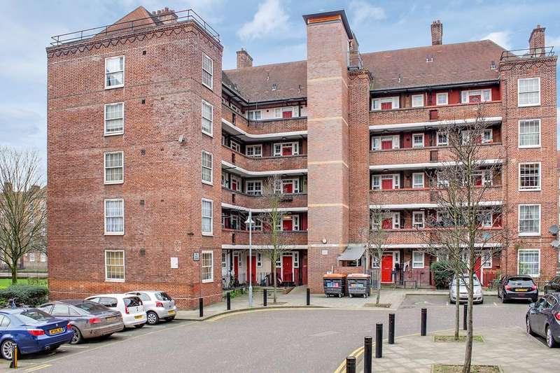 3 Bedrooms Flat for sale in Pembury Road, London, E5
