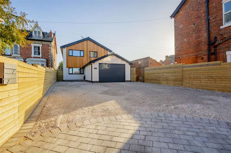 5 Bedrooms Detached House for sale in Derby Road, Long Eaton