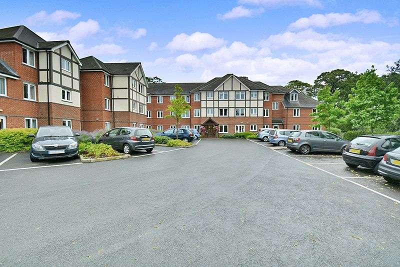 2 Bedrooms Property for sale in Nanterre Court, Watford, WD17 3AF