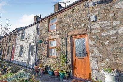 2 Bedrooms Terraced House for sale in Mount Pleasant Terrace, Llanaelhaearn, Caernarfon, Gwynedd, LL54