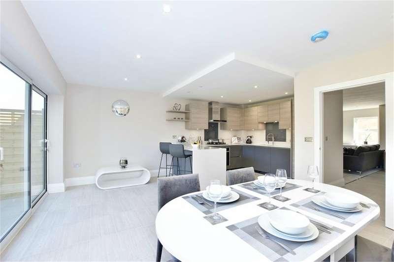 4 Bedrooms Town House for sale in Kingsway Mews, Farnham Common, SL2