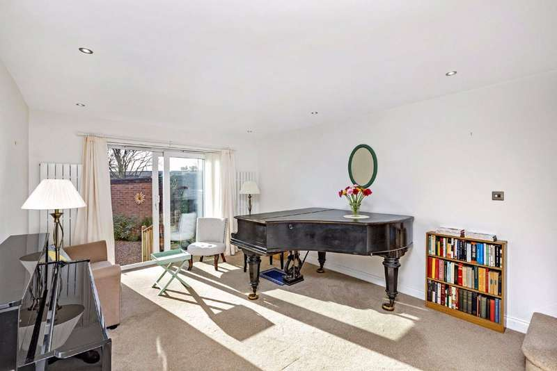 2 Bedrooms Mews House for sale in Linnet Mews, Balham