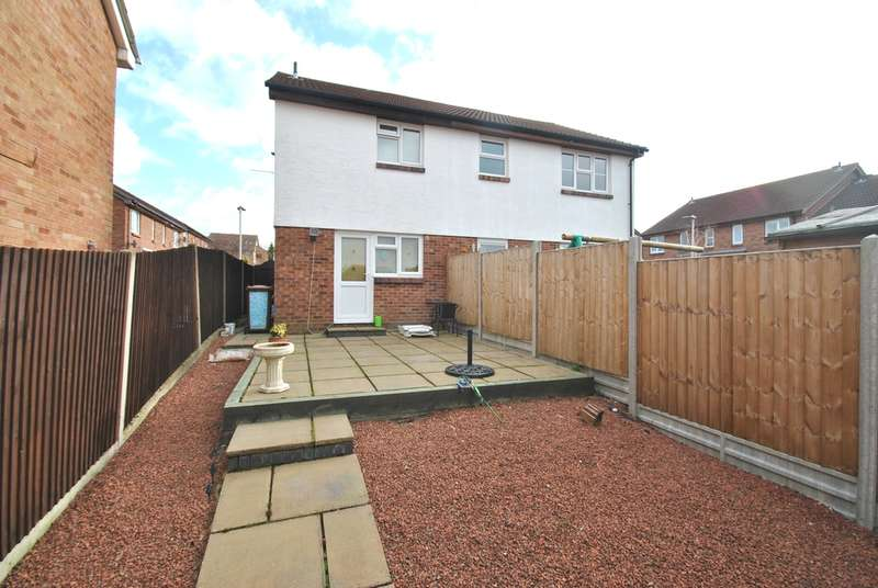 2 Bedrooms Semi Detached House for sale in Swift Close, Letchworth Garden City, SG6