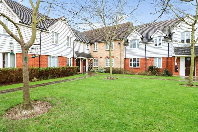2 Bedrooms Flat for sale in St. James Gardens, Little Heath, Romford, RM6