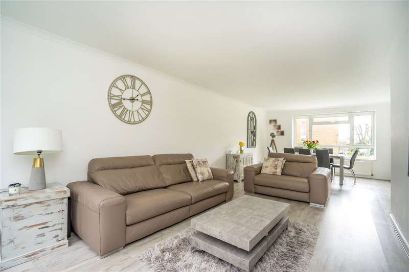 3 Bedrooms Flat for sale in Howton Place, Bushey Heath, WD23