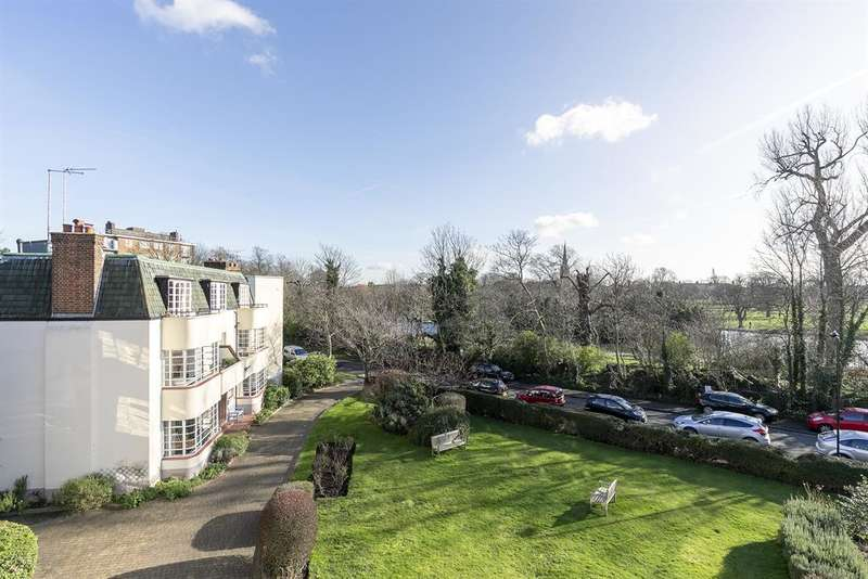 3 Bedrooms Apartment Flat for sale in Greenway Close, London, N4