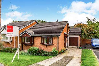 2 Bedrooms Bungalow for sale in Highfield Drive, Mossley, Greater Manchester