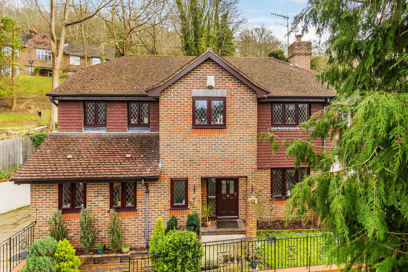4 Bedrooms Detached House for sale in Crescent Road, Caterham, CR3