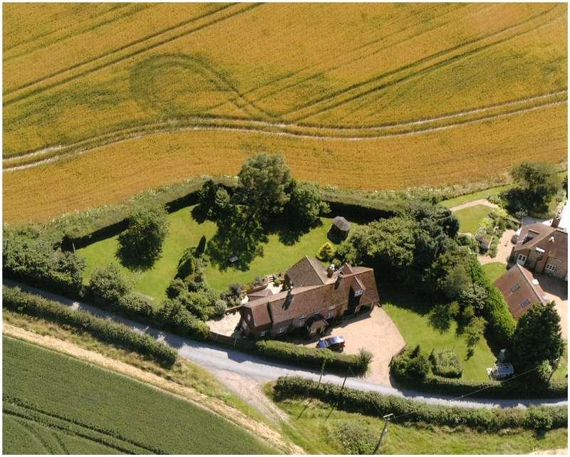 5 Bedrooms Detached House for sale in Hall Lane, Upper Farringdon, Alton, Hampshire, GU34