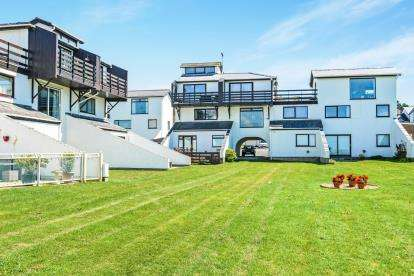 3 Bedrooms Maisonette Flat for sale in Deganwy Beach, Deganwy, Conwy, LL31