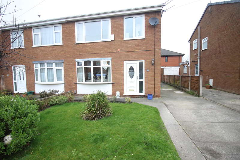 3 Bedrooms Semi Detached House for sale in Lodge Close, Freckleton