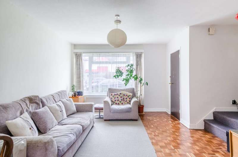 3 Bedrooms Terraced House for sale in Kempshott Road, Streatham Common, SW16