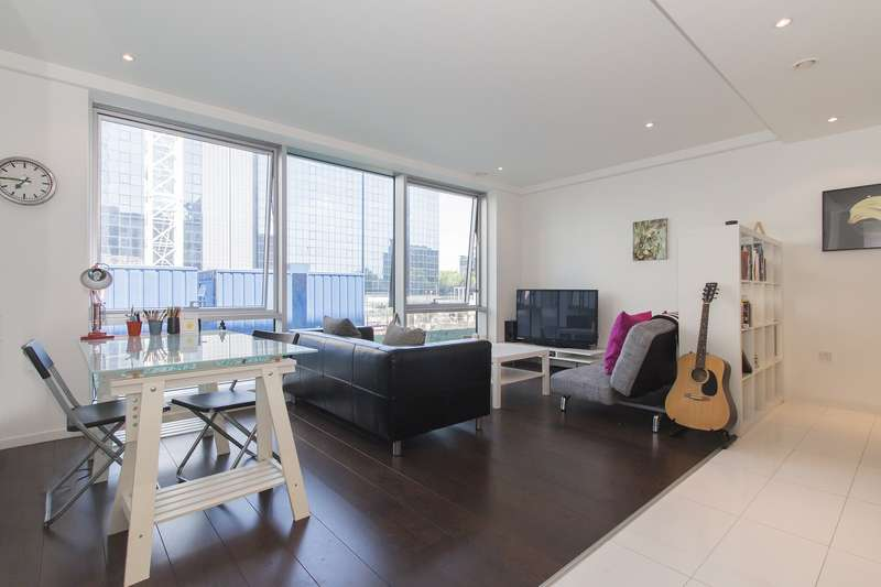 1 Bedroom Property for sale in Large and modern one bed, moments from Canary Wharf - 450,000!