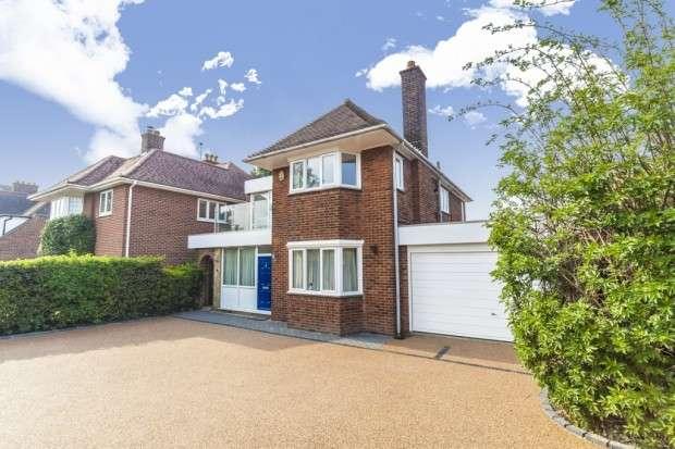 4 Bedrooms Detached House for sale in Grove Park Road, Eltham, SE9
