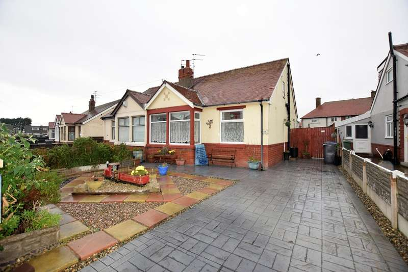 4 Bedrooms Semi Detached Bungalow for sale in Penrith Avenue, Thornton-Cleveleys