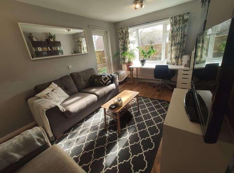 1 Bedroom Property for sale in Dillwyn Close, London