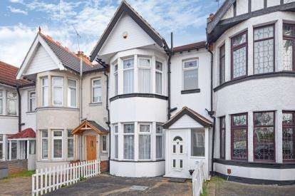 3 Bedrooms Terraced House for sale in Westcliff-On-Sea, Essex, .