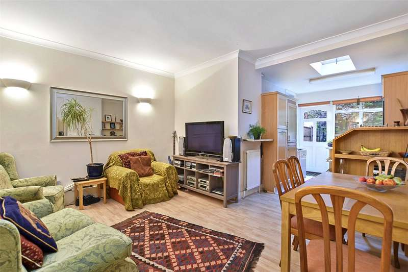 3 Bedrooms Terraced House for sale in Hampden Road, Muswell Hill, London, N10