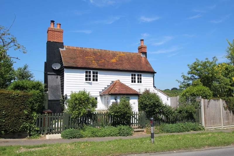 3 Bedrooms Detached House for sale in Pear Tree Lane, Little Common, TN39 4RQ