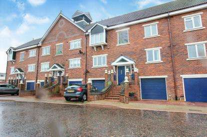 2 Bedrooms Flat for sale in Summerfields, Lytham St Anne's, Lancashire, FY8