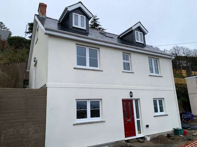 3 Bedrooms Detached House for sale in Artro House, Church Road, Goodwick, Pembrokeshire